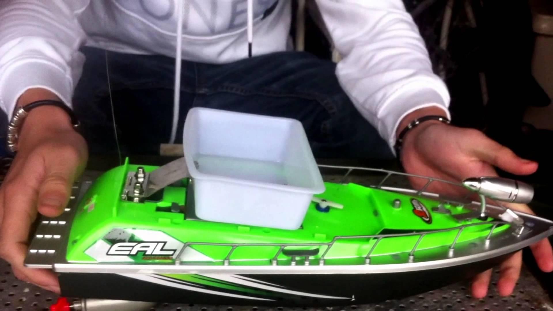 bateau amorceur radiocommande