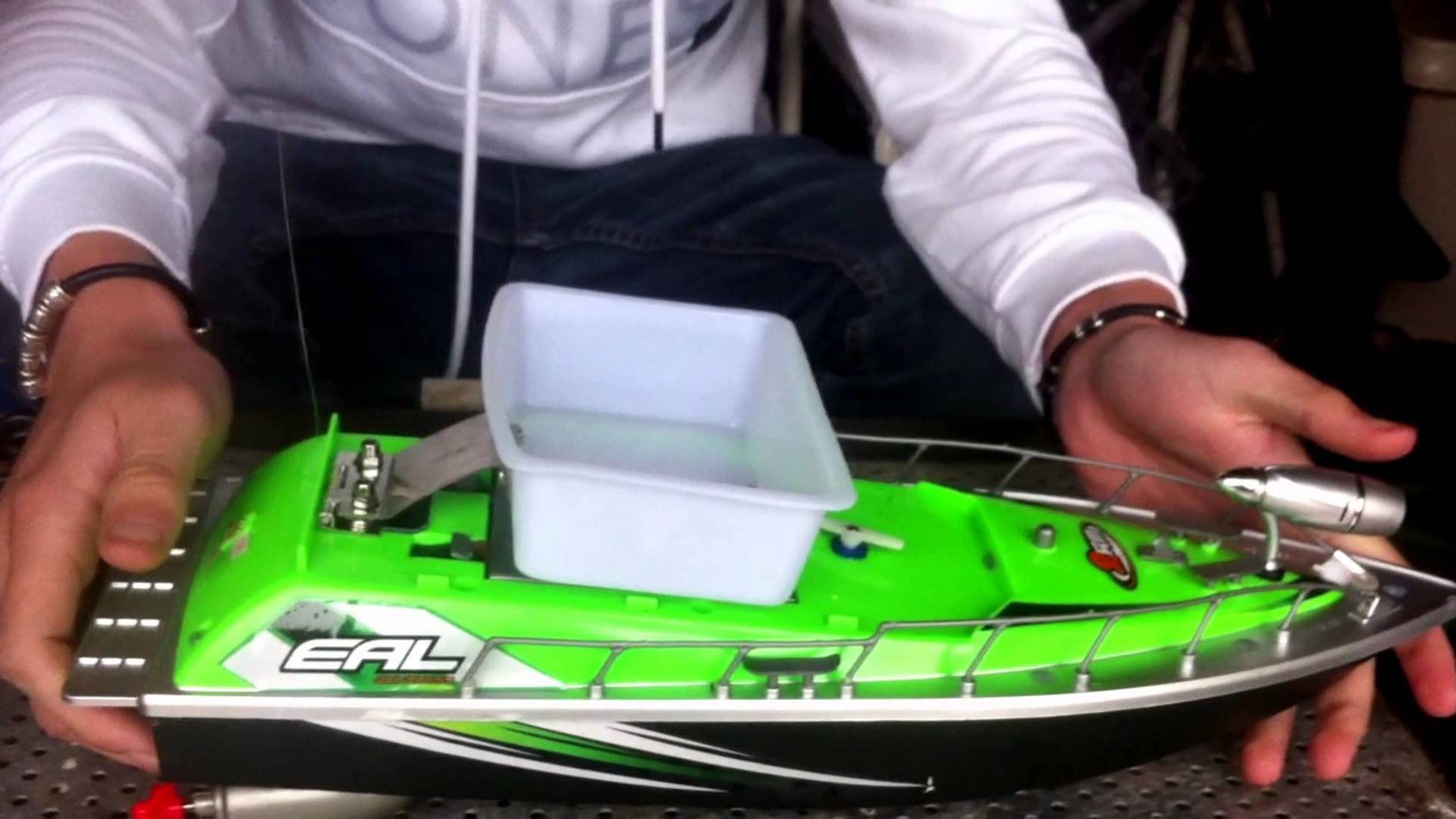 bateau amorceur sur mesure
