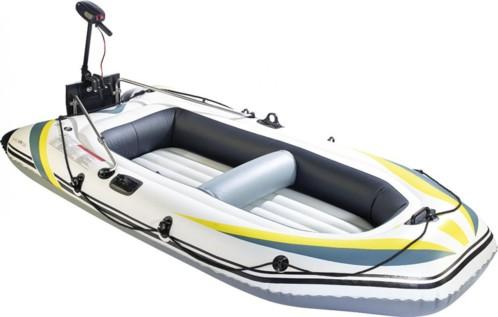 bateau gonflable en mer