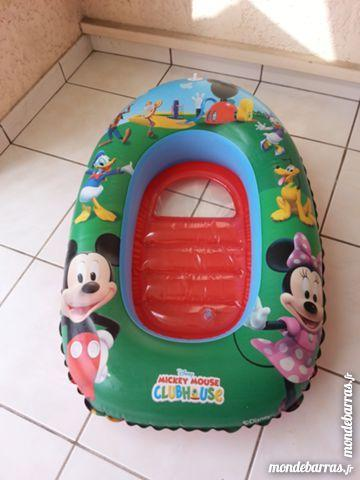 bateau gonflable mickey