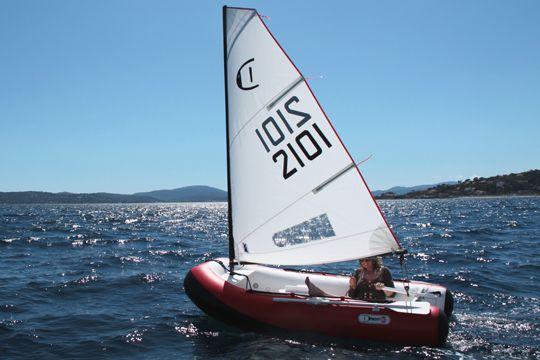 bateau gonflable voile