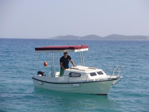 bateau peche avec cabine
