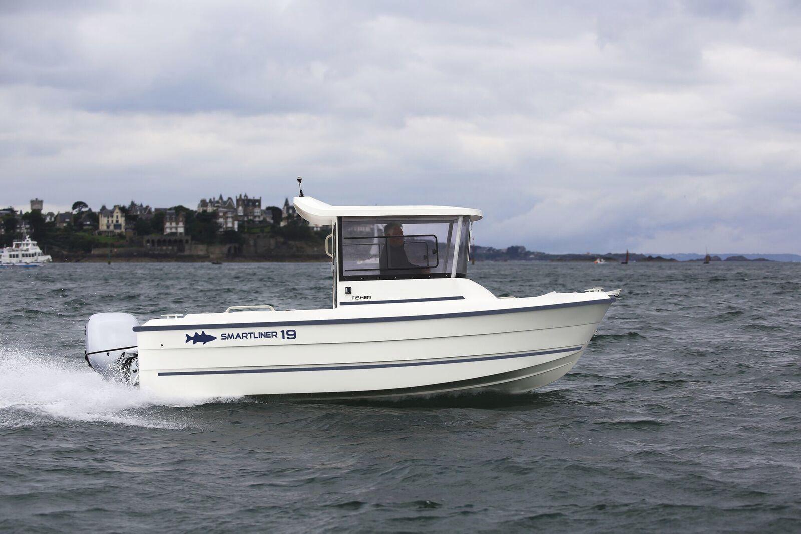 bateau peche avec timonerie
