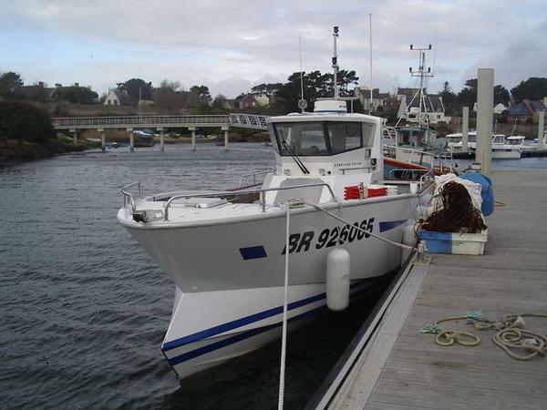 bateau peche beneteau