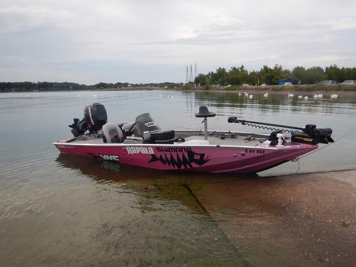 bateau peche en lac