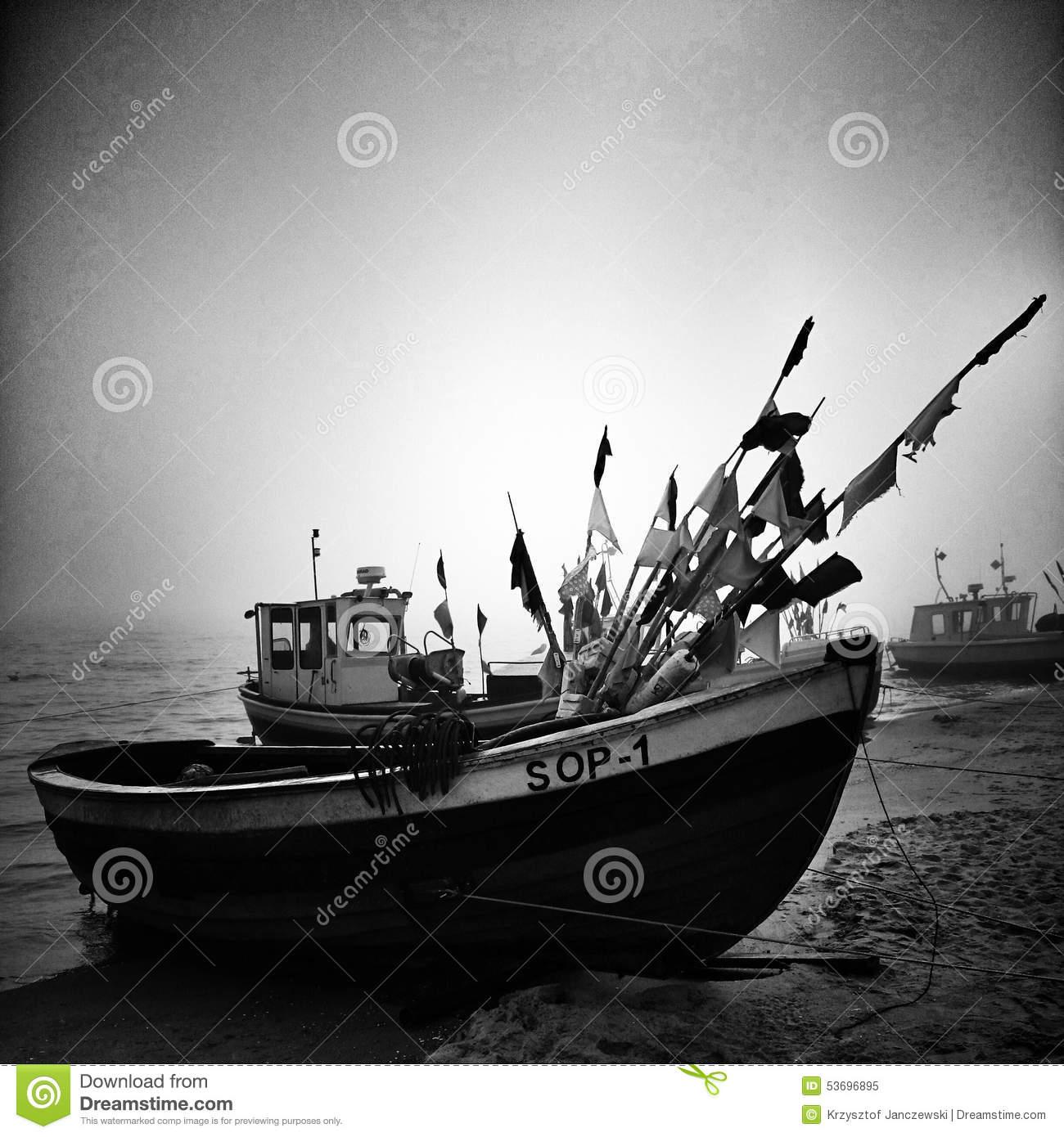 bateau peche noir
