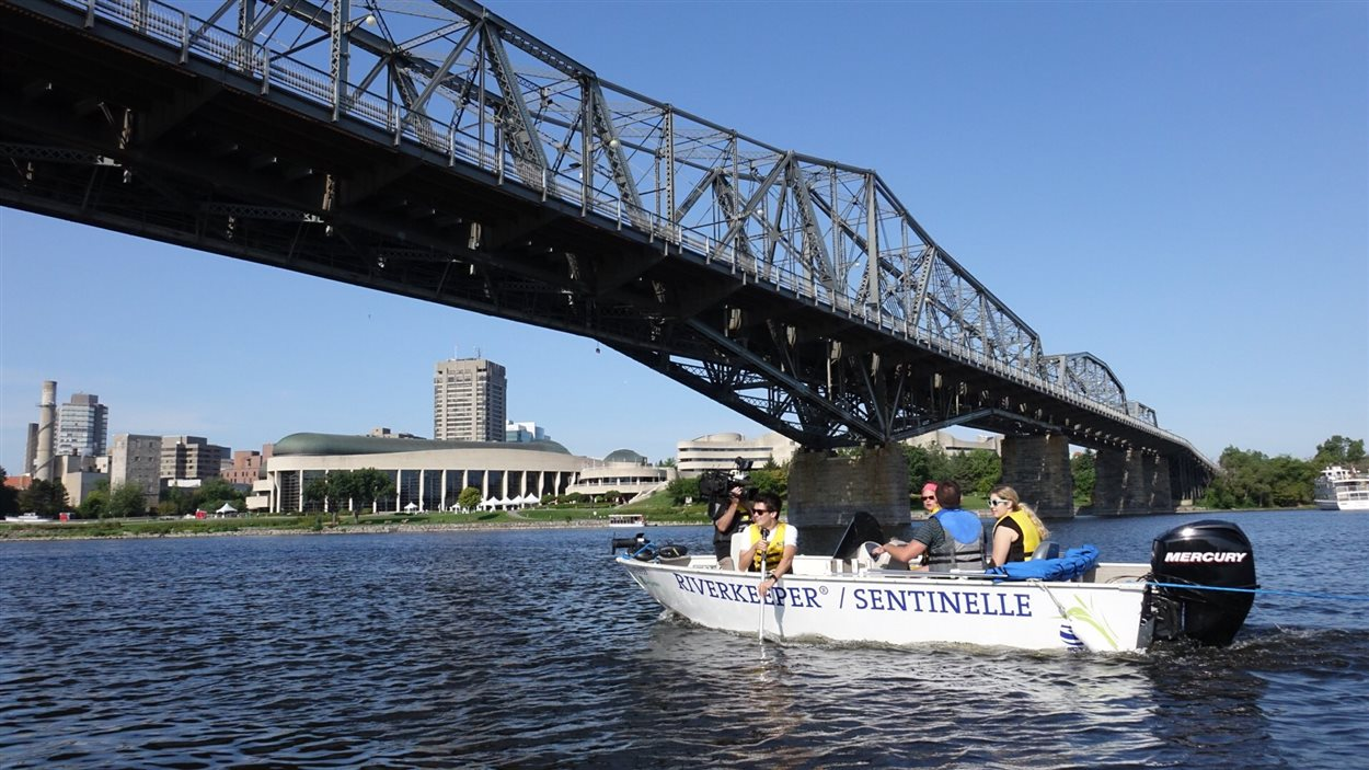 bateau peche outaouais