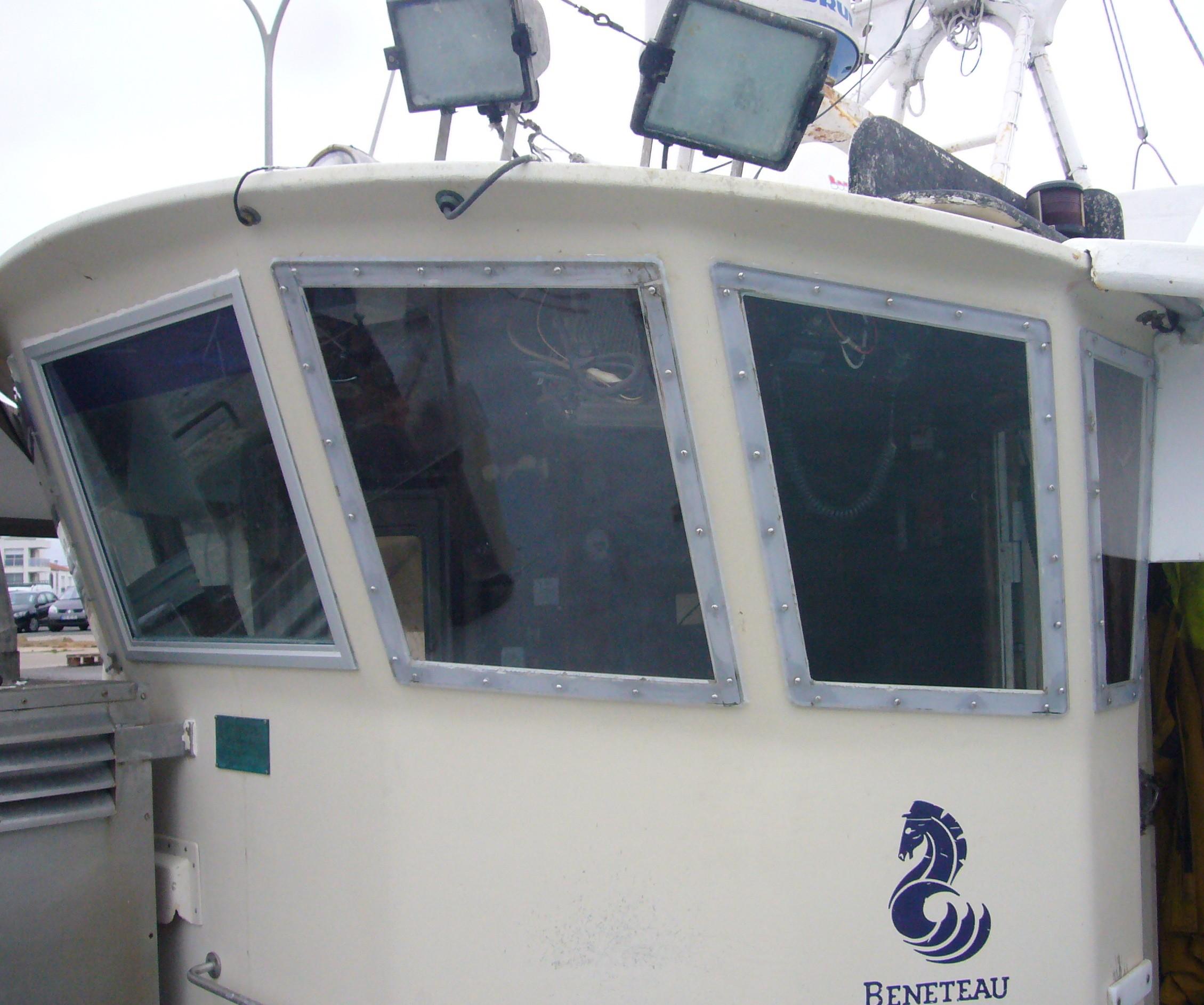 bateau peche professionnel beneteau