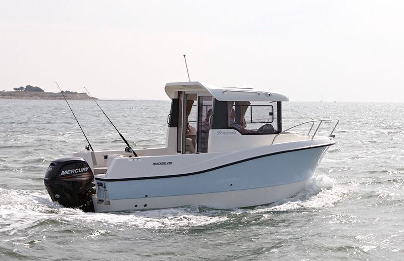 bateau peche promenade hors bord