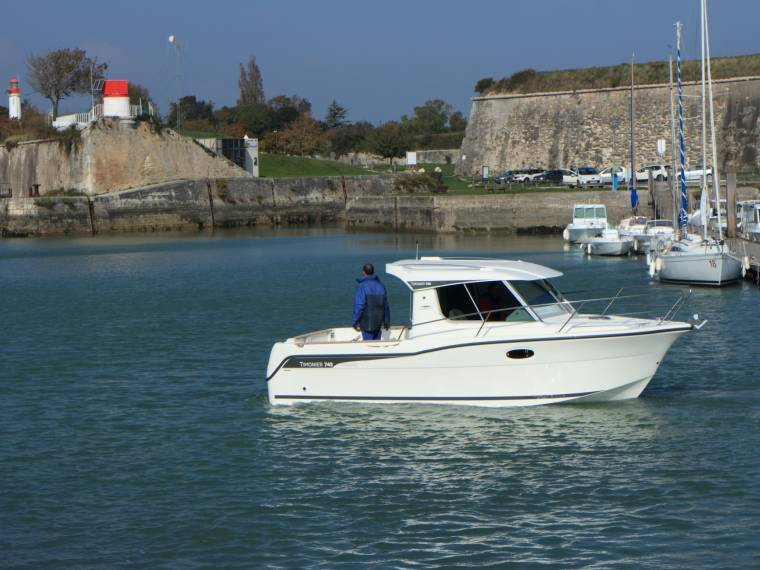 bateau peche promenade inboard diesel