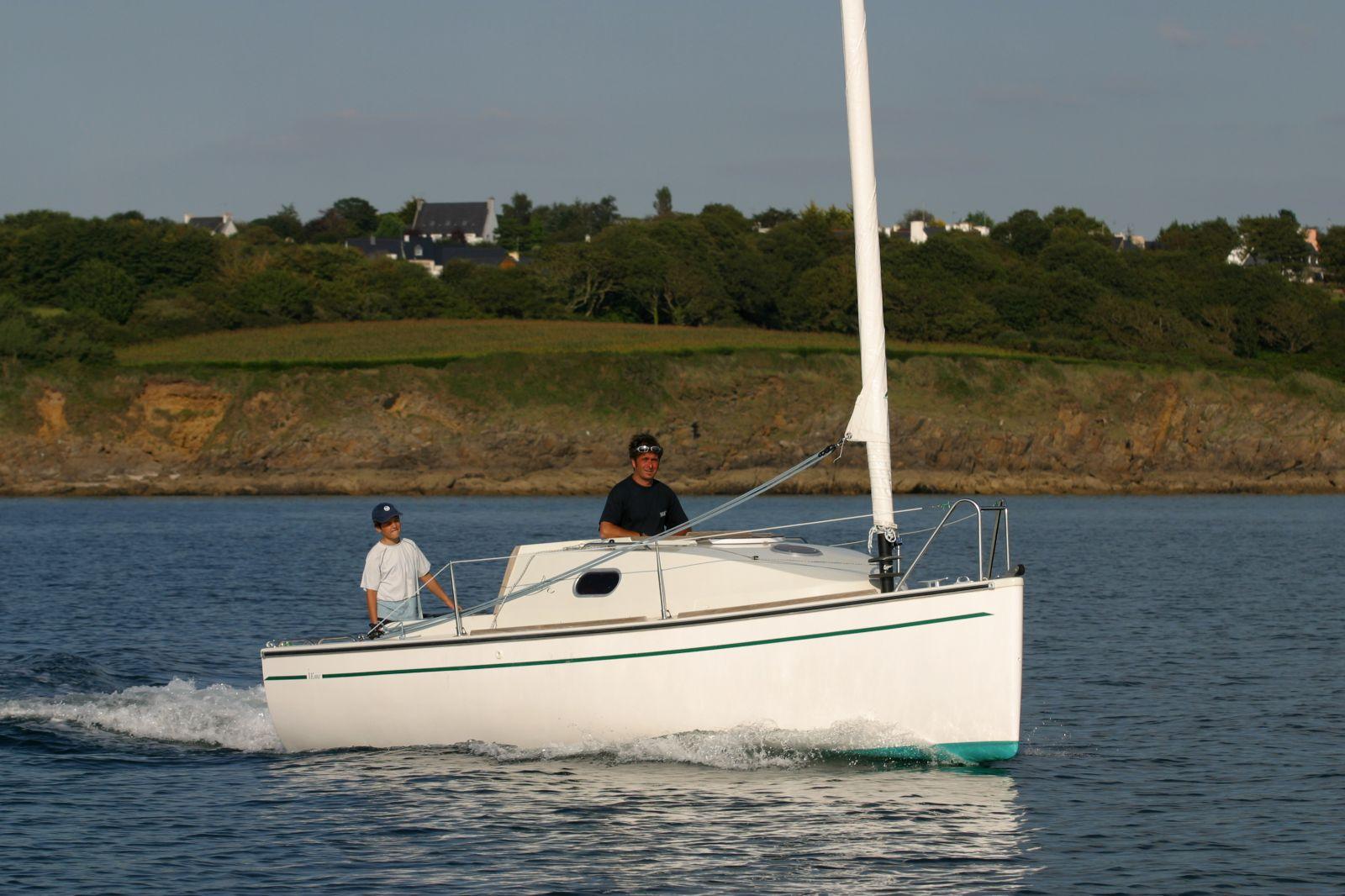 bateau peche promenade voile et moteur