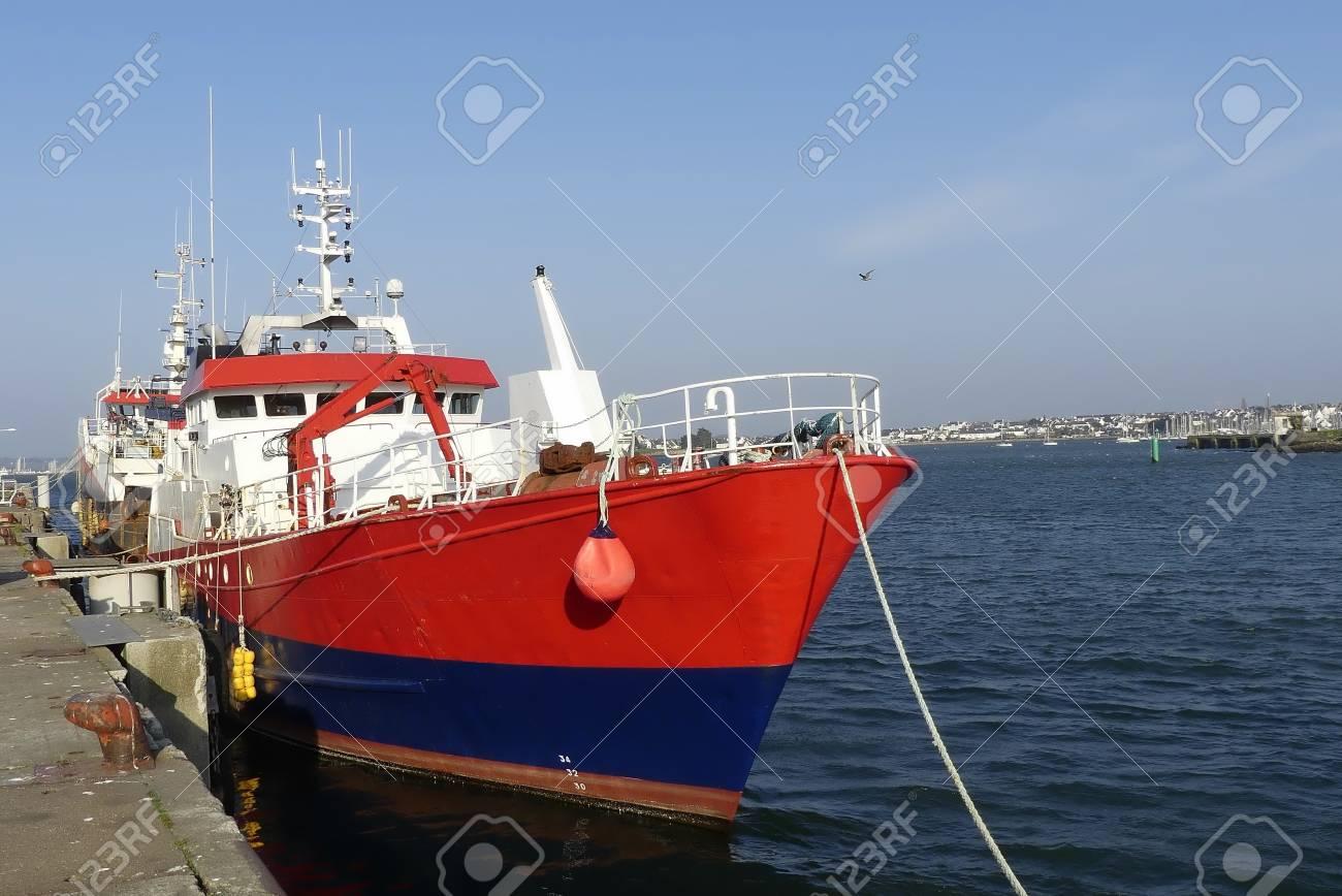 bateau peche rouge