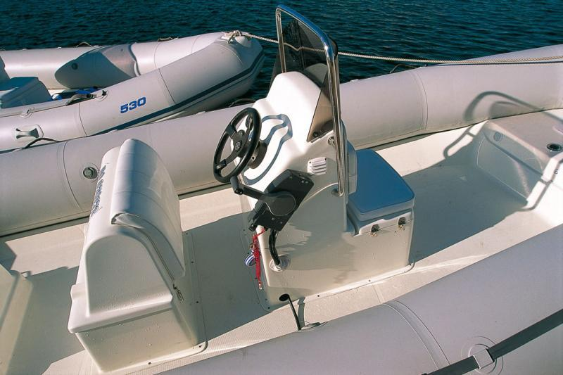 bateau pneumatique avec volant