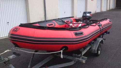 bateau pneumatique et moteur