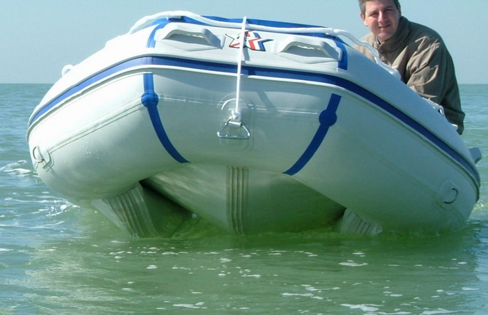 bateau pneumatique lodestar