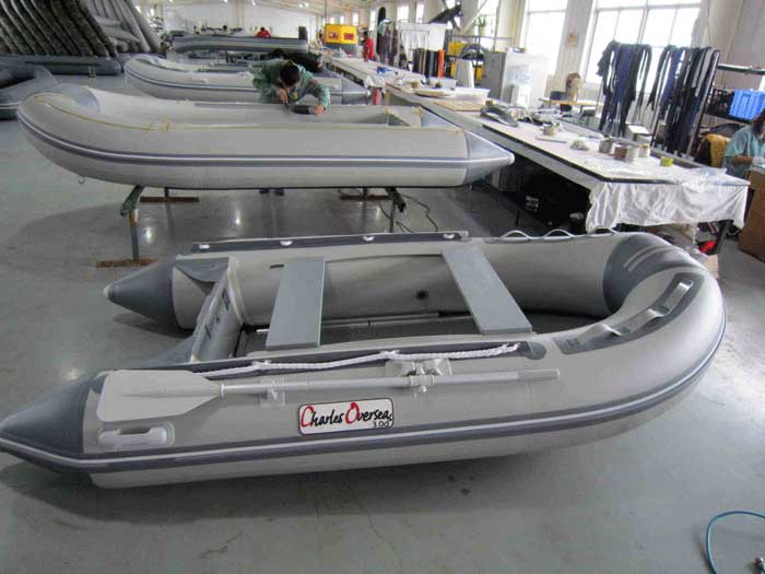 bateau pneumatique peche carnassier