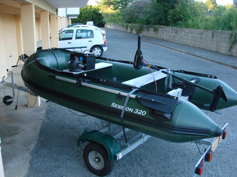 bateau pneumatique peche riviere