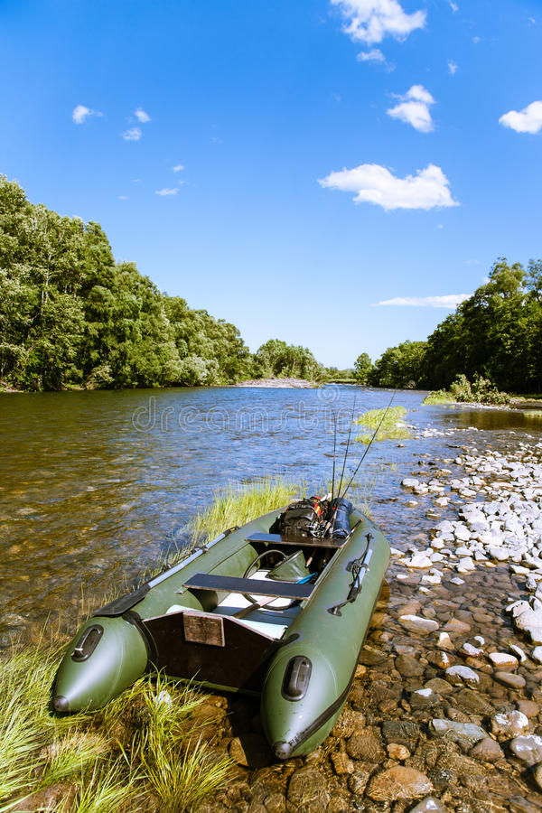 bateau pneumatique riviere