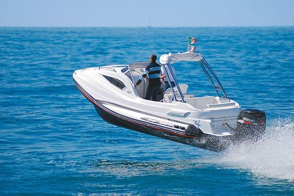 bateau pneumatique semi rigide italien
