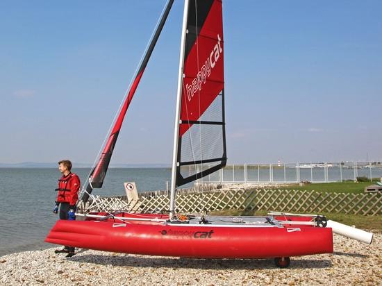 bateau pneumatique voile
