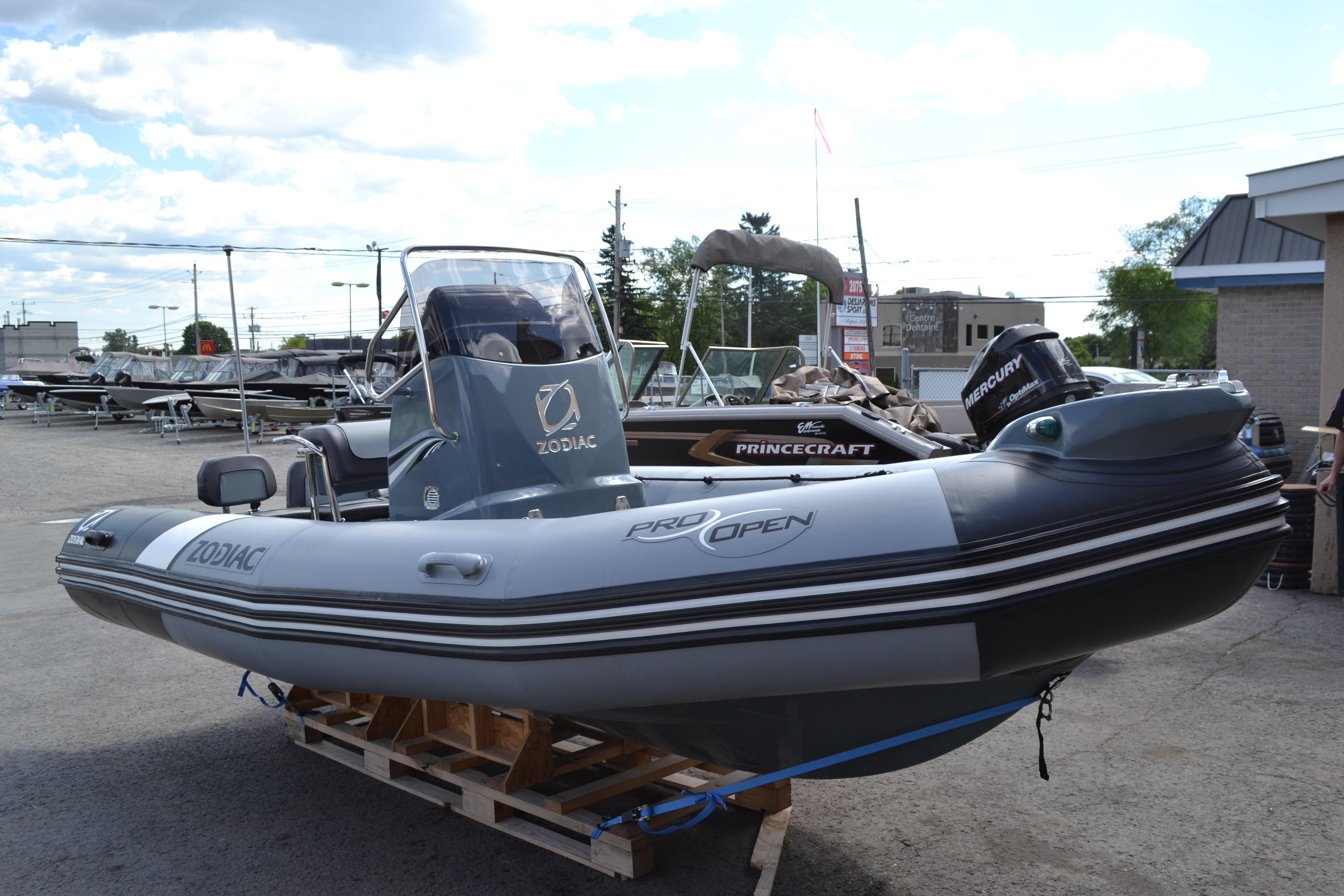bateau pneumatique zodiac a vendre