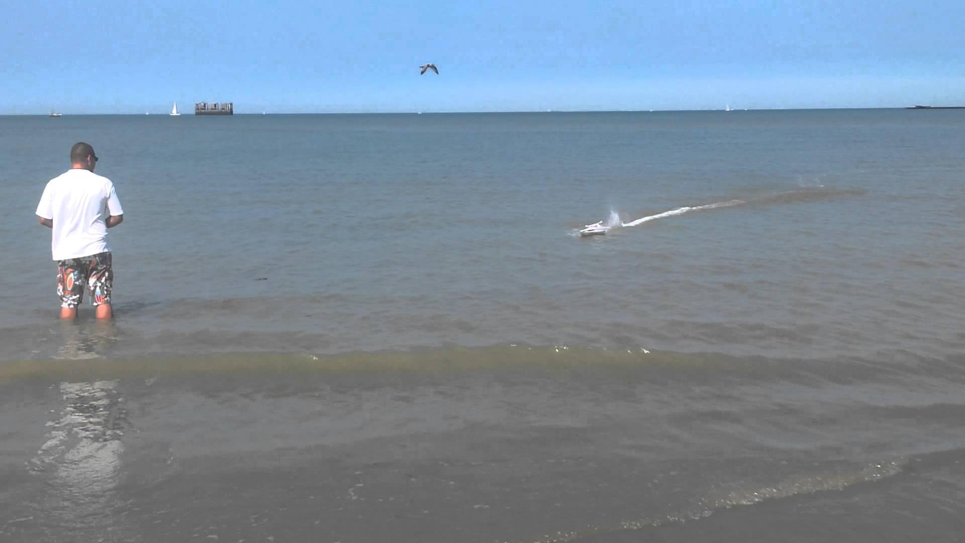 bateau amorceur mer