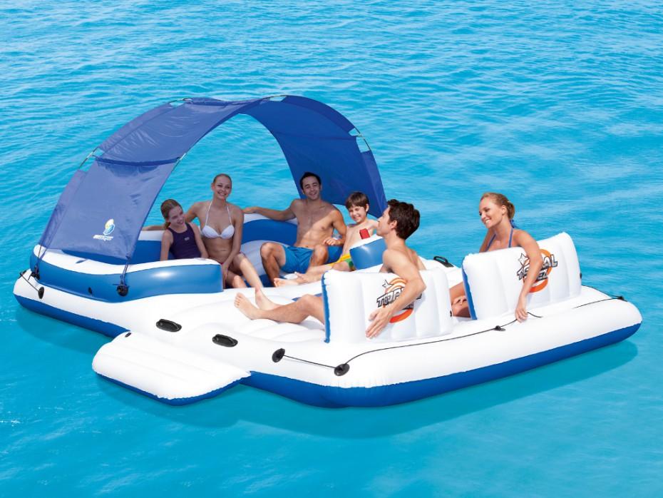 bateau gonflable avec toit