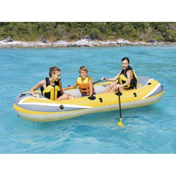 bateau gonflable sur lac