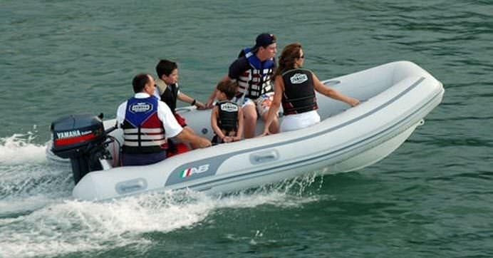 bateau pneumatique 7 places