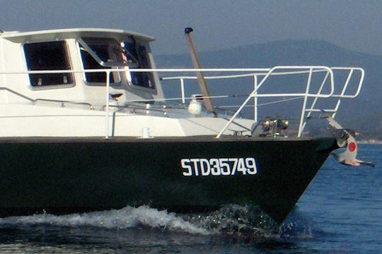 bateau pneumatique a moteur 6 lettres