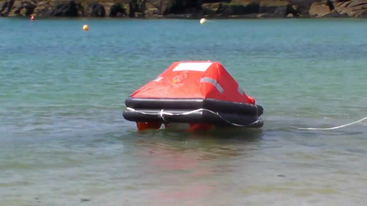 bateau pneumatique de sauvetage