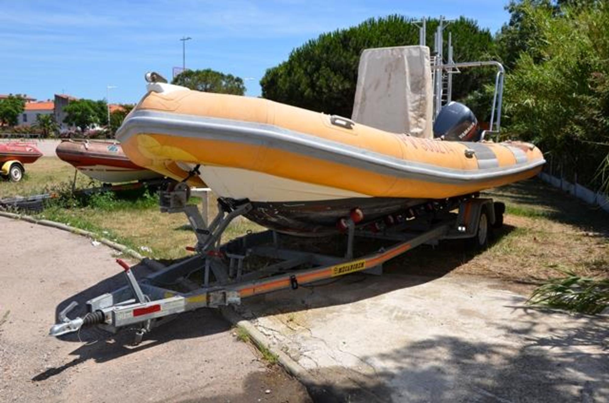 bateau pneumatique occasion sans moteur