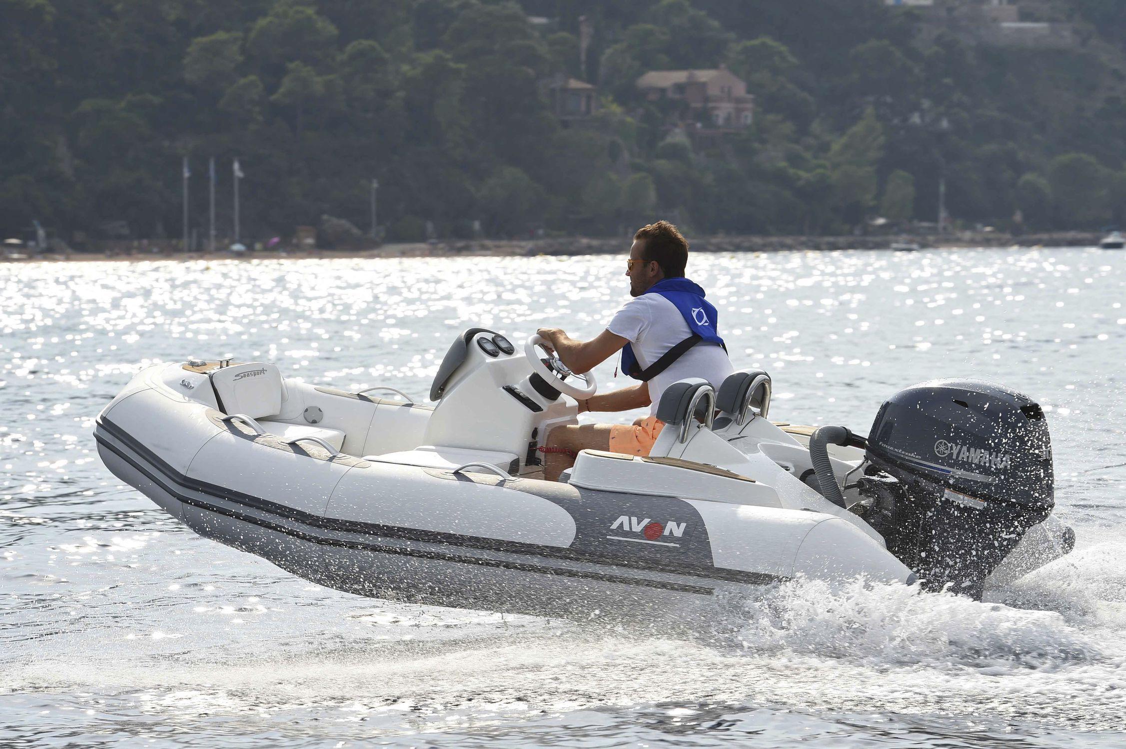 bateau pneumatique semi rigide avon