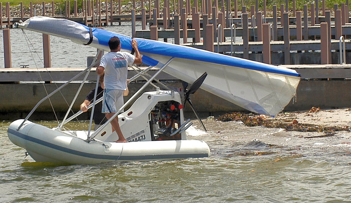 bateau pneumatique volant