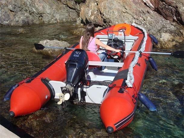 bateau pneumatique waterworld