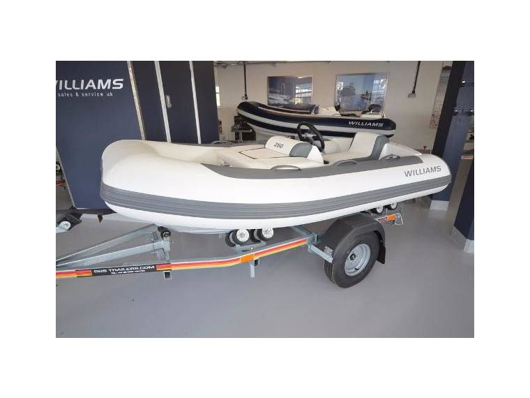 bateau pneumatique williams